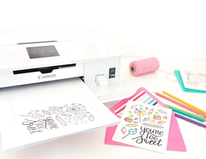 Auguri personalizzati compleanno, stampante bianca, cartoline stampate