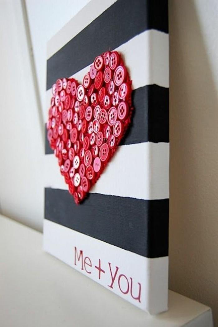 Tela con disegni, disegno cuore con bottoni
