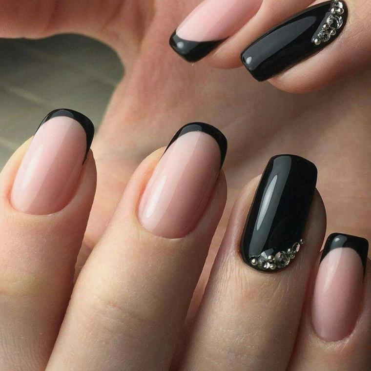 Nail art french, smalto di colore nero, decorazioni unghie con brillantini