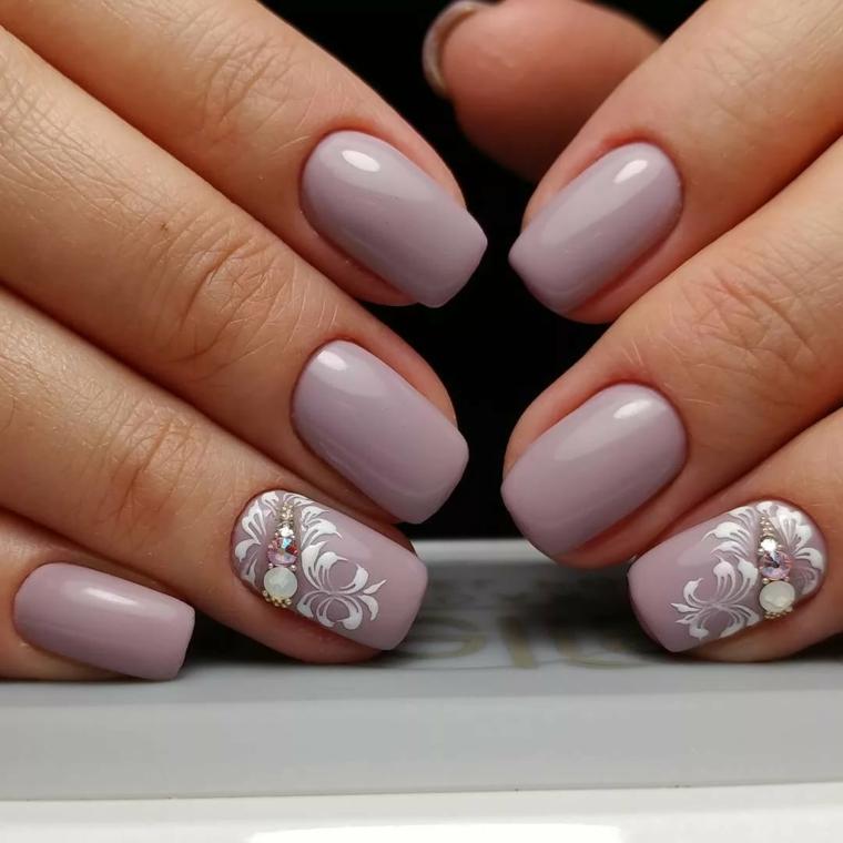 Unghie bellissime, smalto colore viola, manicure con disegni di fiori