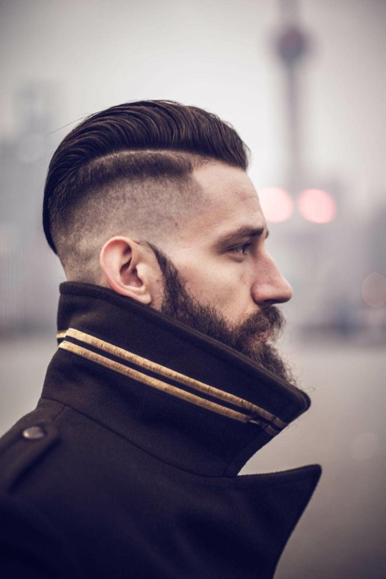 Capelli sfumati uomo, ragazzo con barba, acconciatura pompadour
