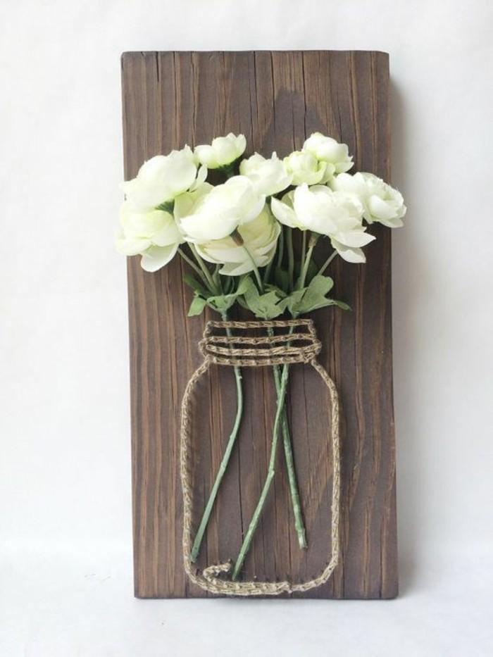 Pezzo di legno, barattolo con fili, vaso per fiori
