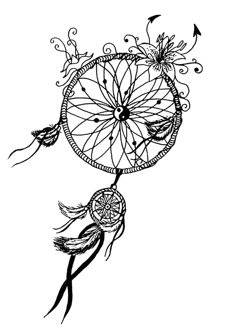 Disegno di un acchiappasogni, decorazioni con fiori, piume sospese