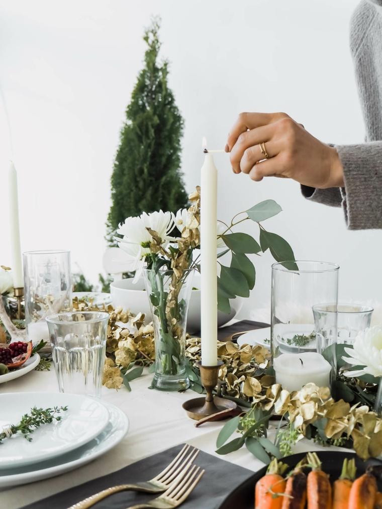 Centrotavola natalizio fai da te, centrotavola con foglie, candelabro ci metallo