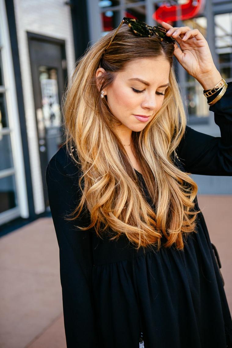Come schiarire i capelli, capelli lunghi mossi, colorazione biondo balayage