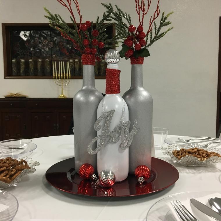 Centrotavola natalizio idee, bottiglie di vetro dipinte, bottiglie come vasi