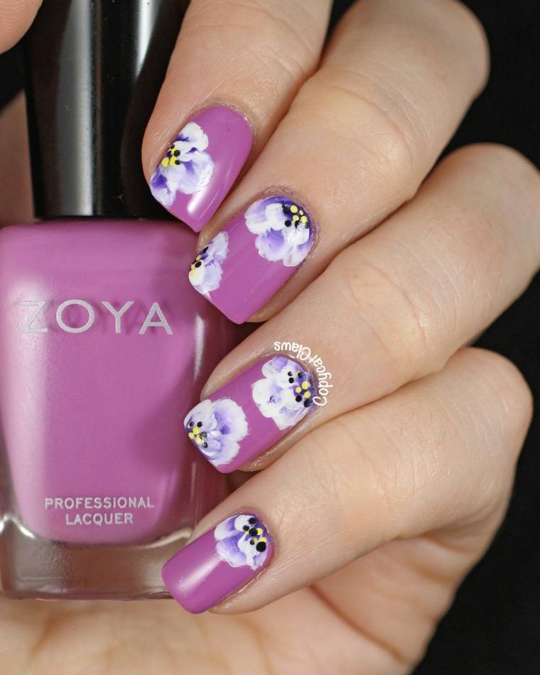 Bottiglietta di smalto, smalto colore viola, disegni sulle unghie, unghie quadrate