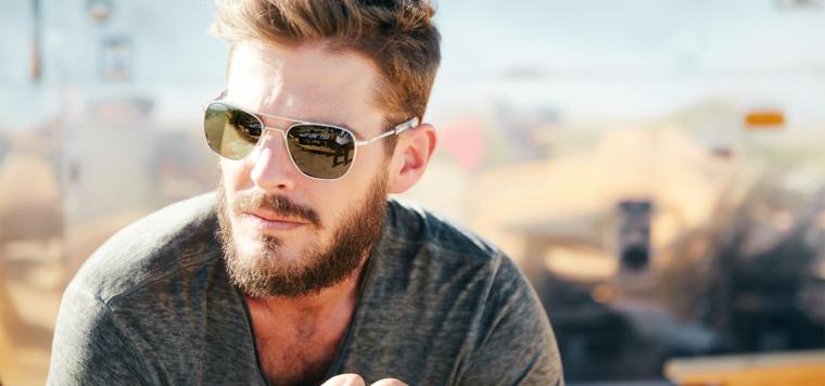 Capelli sfumato uomo, occhiali da sole maschili, capelli corti ai lati