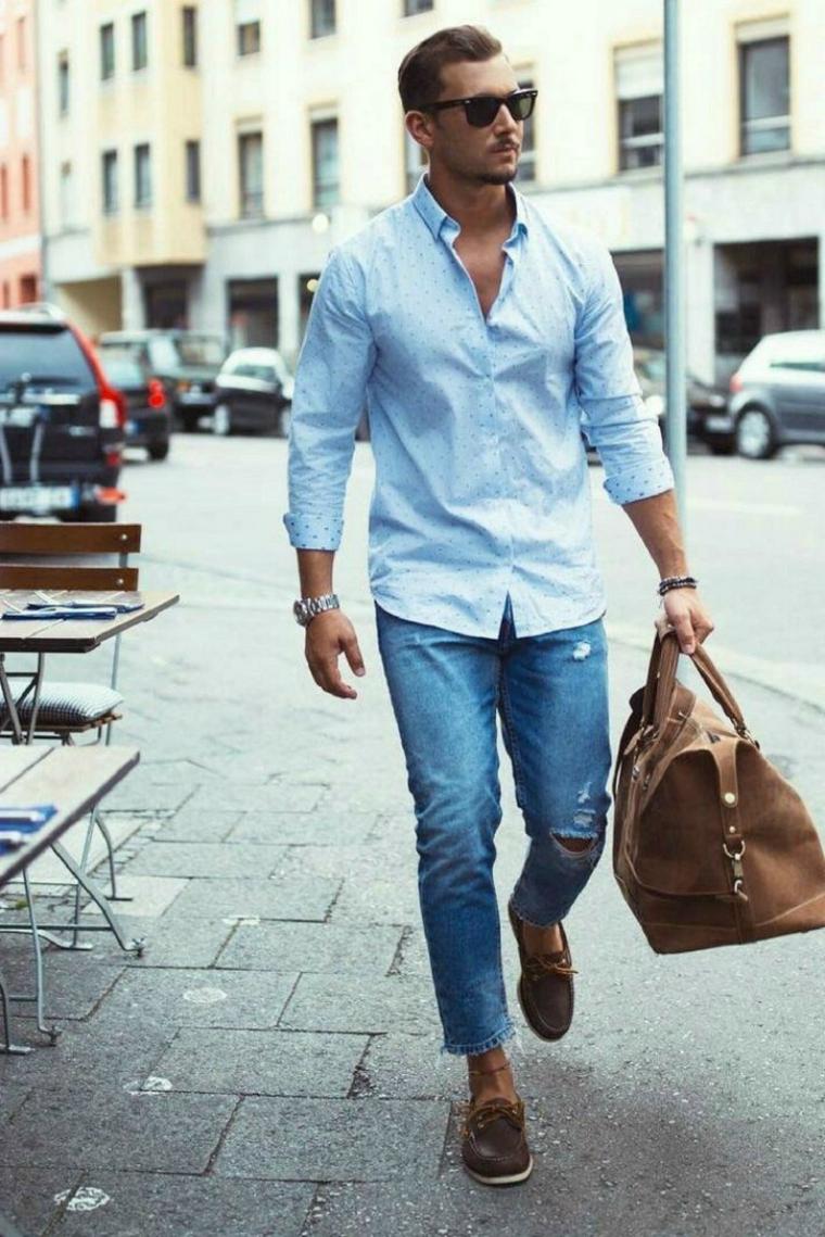 Abbigliamento con jeans e camicia, tagli capelli maschili, borsa di pelle nera