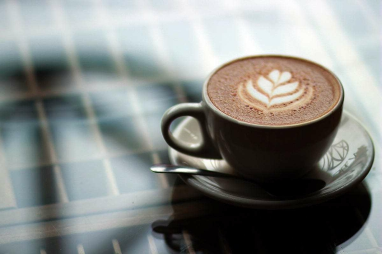Augurare buongiorno, tazza di porcellana, tazza di cappuccino