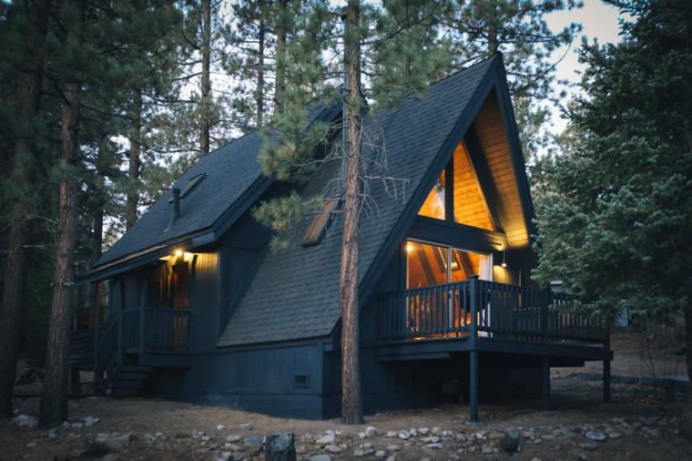 Foto di buongiorno, casa nella foresta, foresta con alberi