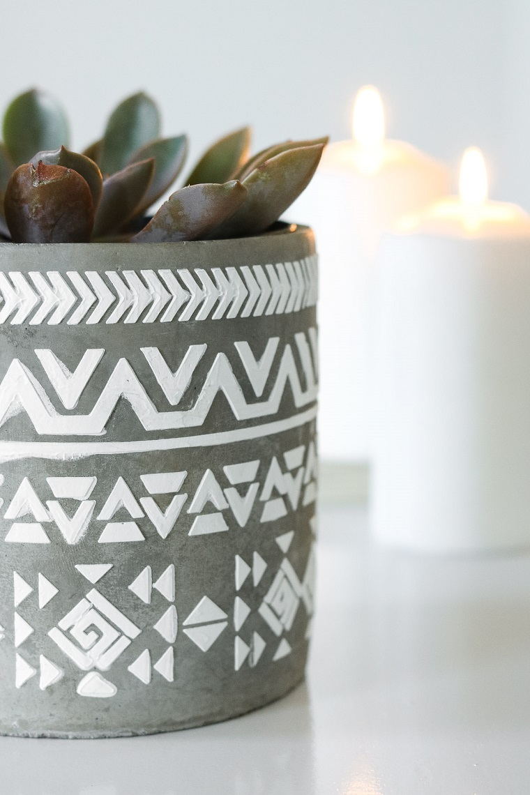 Centrotavola pasquali, vaso dipinto, vaso con pianta grassa