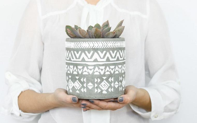 Vaso con piante grasse, centrotavola pasquali fai da te