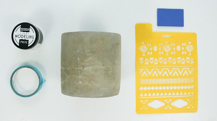 Materiali per decorare un vaso, stencil con forme geometriche, centrotavola fai da te