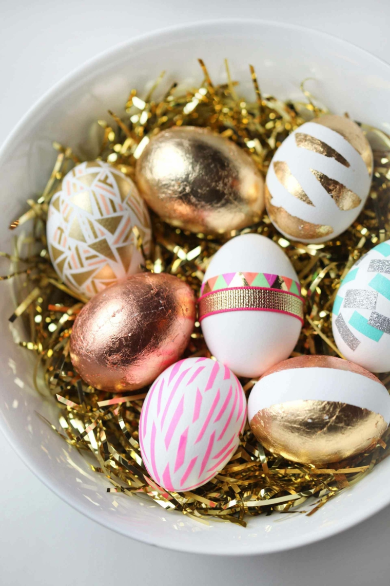 Uova di Pasqua dipinte, ghirlande colore oro, centrotavola per Pasqua