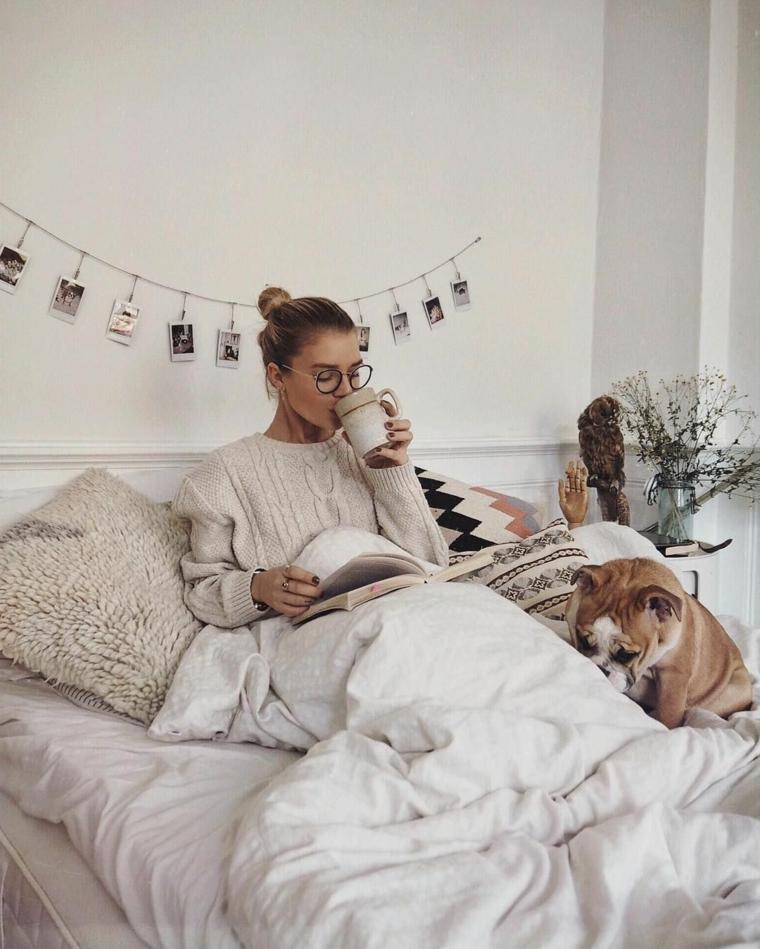 Decorazione parete con ghirlanda di foto, colazione a letto, augurare buongiorno