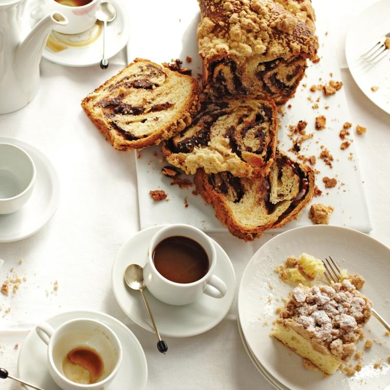 Immagini di buongiorno, tazza di caffè, ciambellone con cioccolato