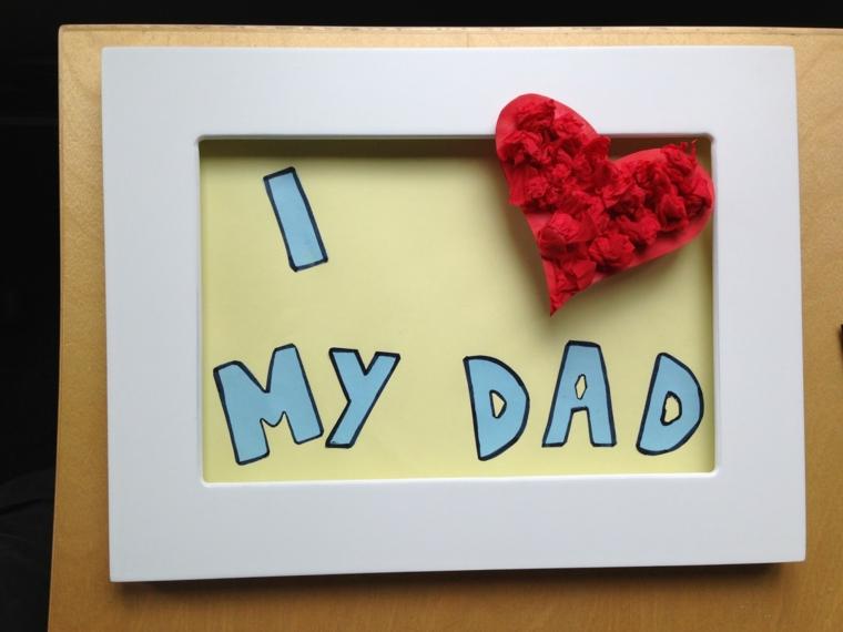 Cornice di colore bianco, cuore rosso, scritta per il papà