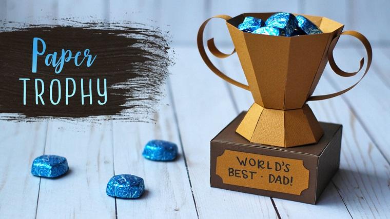 Lavoretti per il papà fai da te, trofeo di cartone, trofeo con caramelle