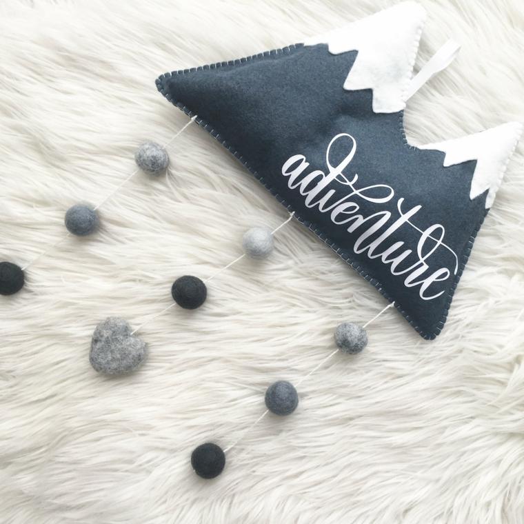Cuscini con scritta, pom pom di lana, foto di buongiorno