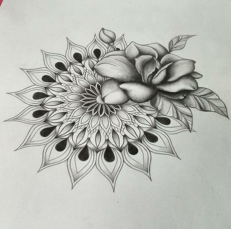 Fiori disegnati a matita, motivi mandala su schizzo