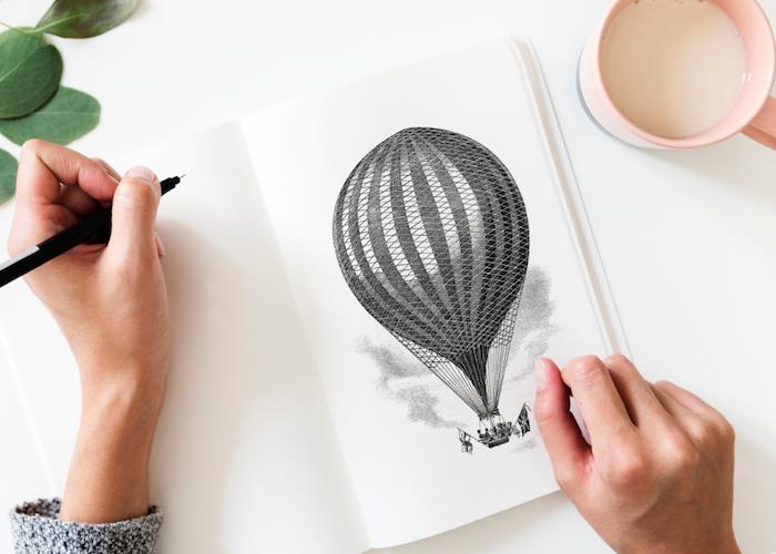 Tumblr backgrounds, disegno di una mongolfiera, donna che disegna