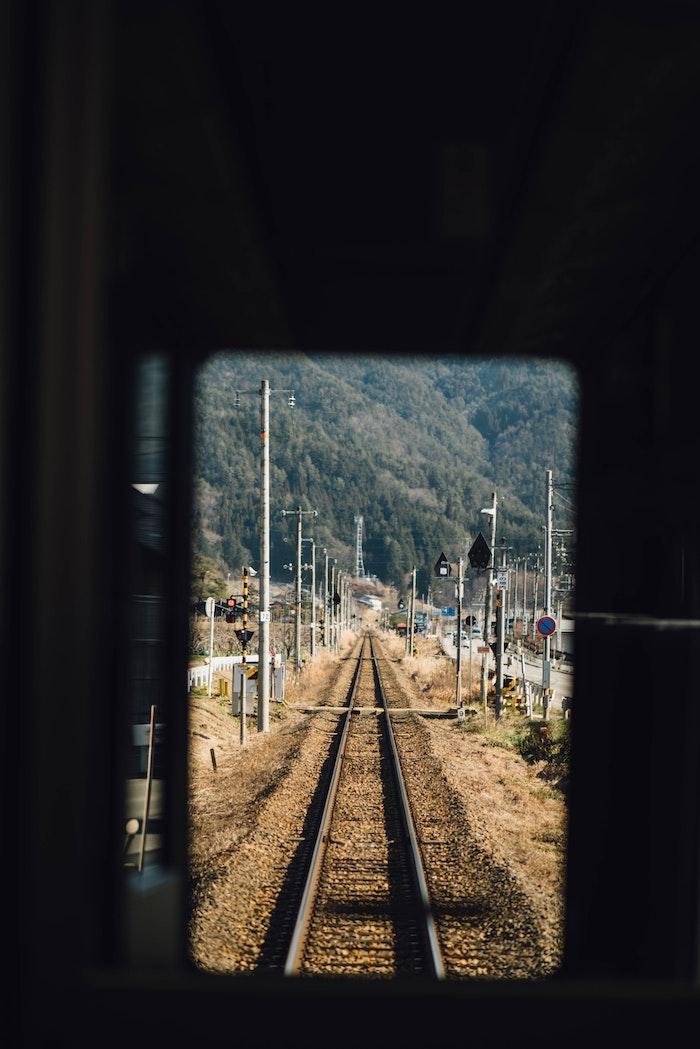 Effetti foto stile tumblr, via ferroviaria dal tunel