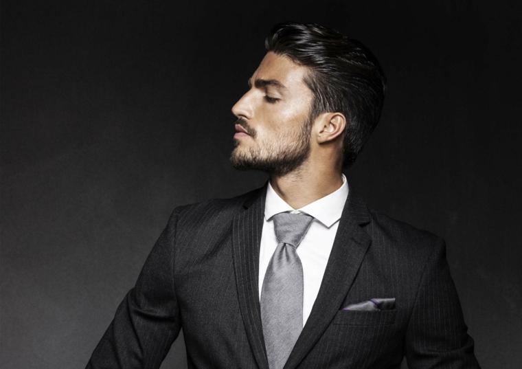 Il modello Mariano Di Vaio, capelli uomo corti ai lati, capigliature uomo