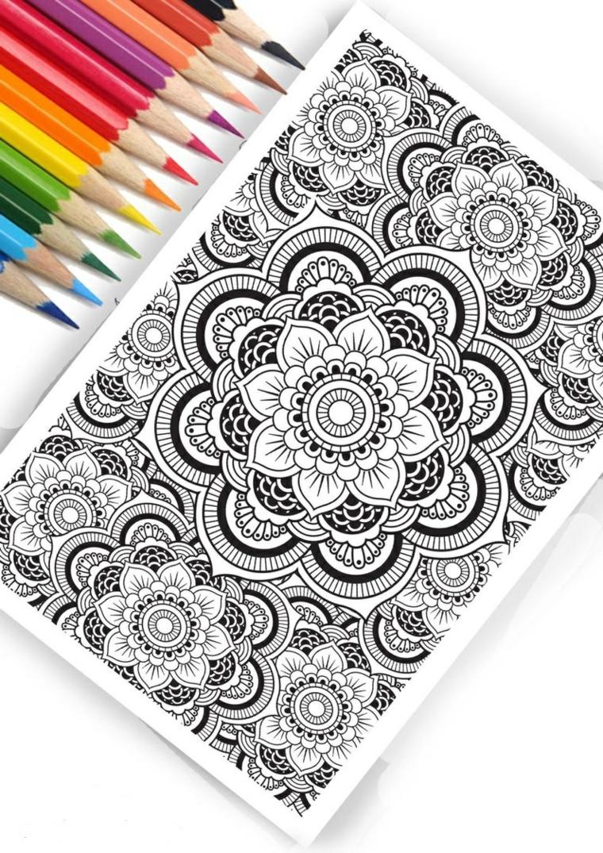 Foglio con disegni, raffigurazioni mandala, matite colorate