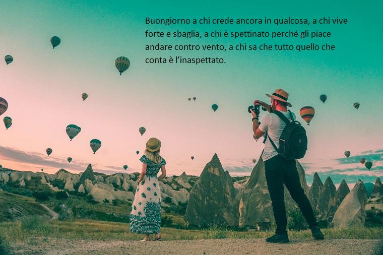 Buongiorno frasi e immagini, cielo con mongolfiere, uomo e donna