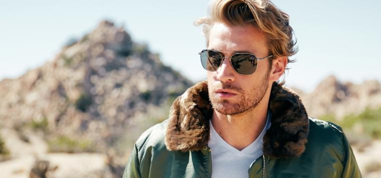 Capelli rasati ai lati, colore capelli biondo, ragazzo con occhiali da sole