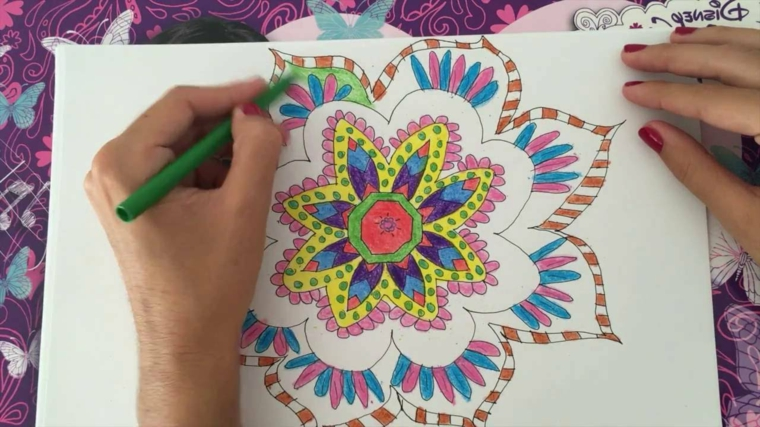 Mandala significato simbologia, disegno da colorare, pennarello verde