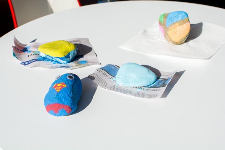 Lavoretto per bambini, pietre dipinte, pietre dipinte con colori