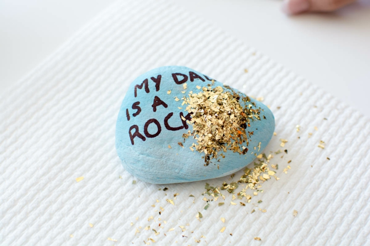 Lavoretti papà scuola primaria, pietra di colore blu, decorazione con glitter