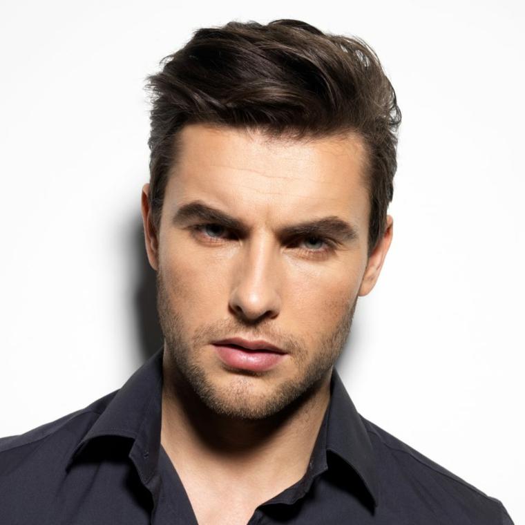 Uomo con occhi azzurri, capigliature uomo, uomo con occhi azzurri