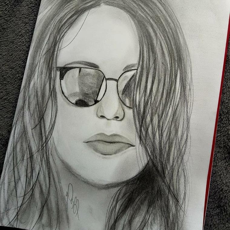 Ritratto di una donna, chiaro scuro con matite, abbozzo con matite