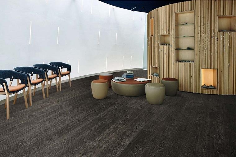 Pavimento vinilico, salotto con sedie, set di tavolo con sedie