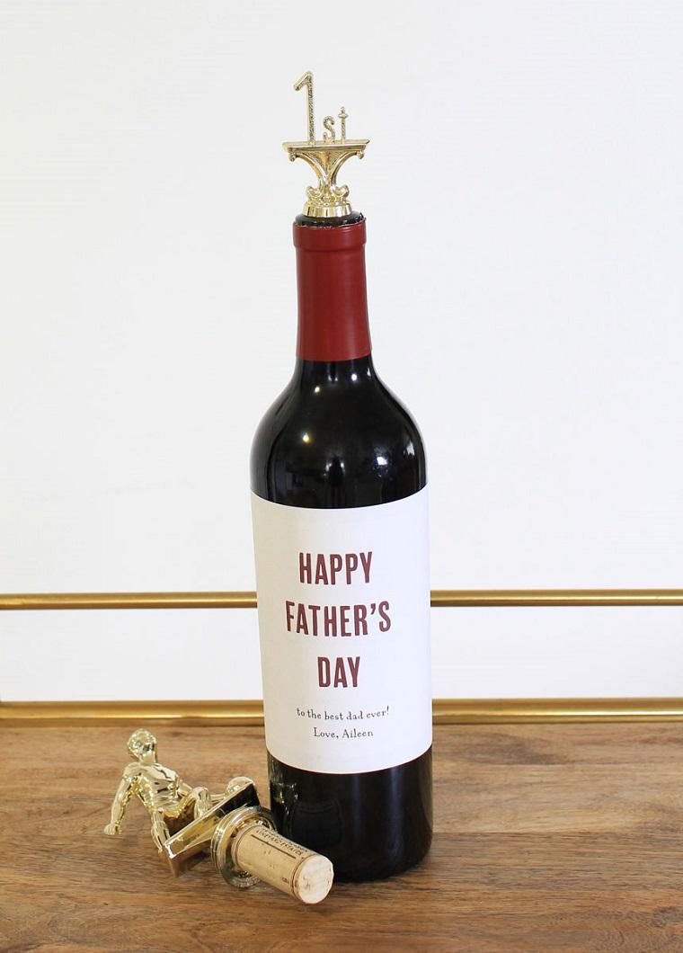Cosa regalare per la festa del papà, bottiglia di vino, etichetta personalizzata