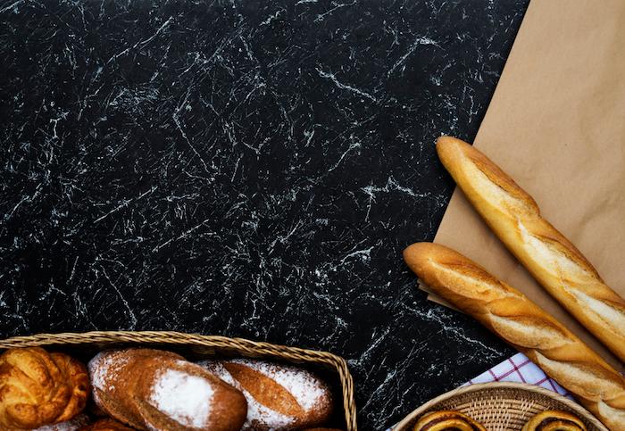 Foto di cibo, tavolo con pane, idea sfondo per il computer