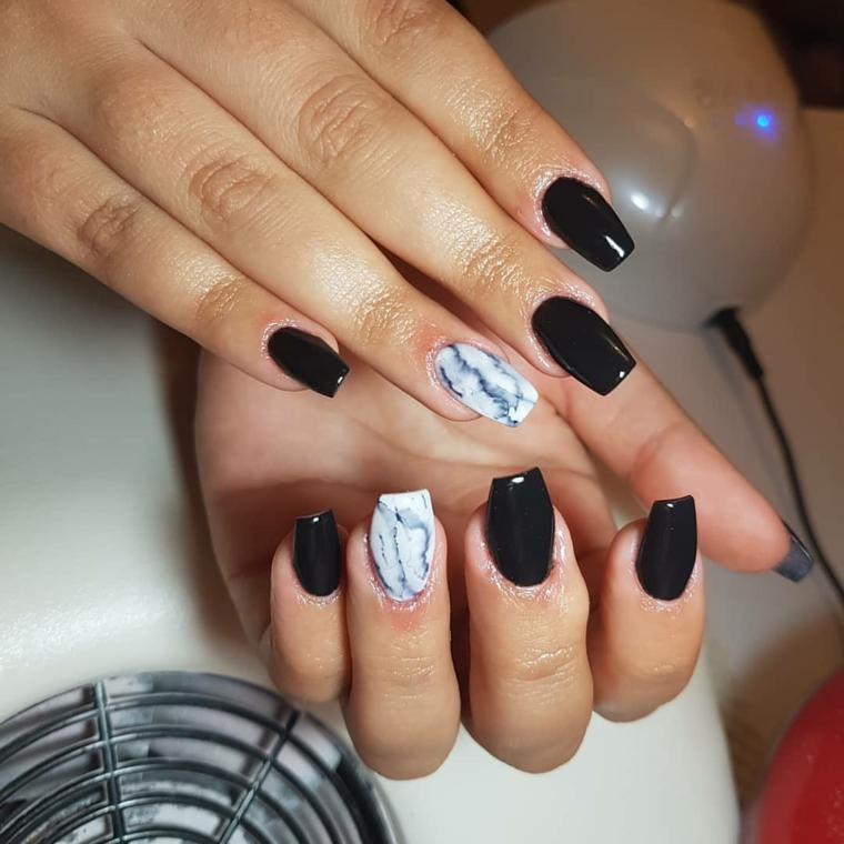 Unghie semplici ma belle, smalto nero lucido, smalto effetto marmo