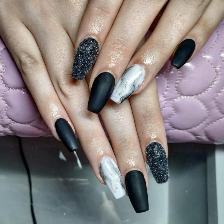 Smalto effetto nero sugar, unghie semplici gel, manicure forma quadrata