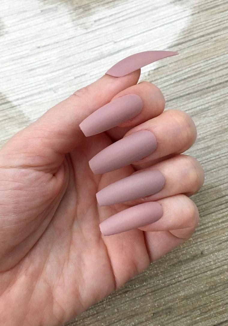 Unghie lunghe, smalto colore rosa mat, unghie forma ballerina