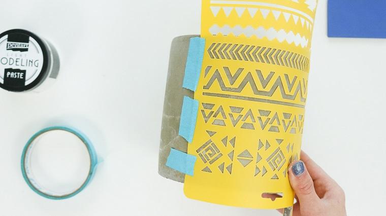 Centrotavola pasquali, stencil con forme geometriche, vaso da dipingere