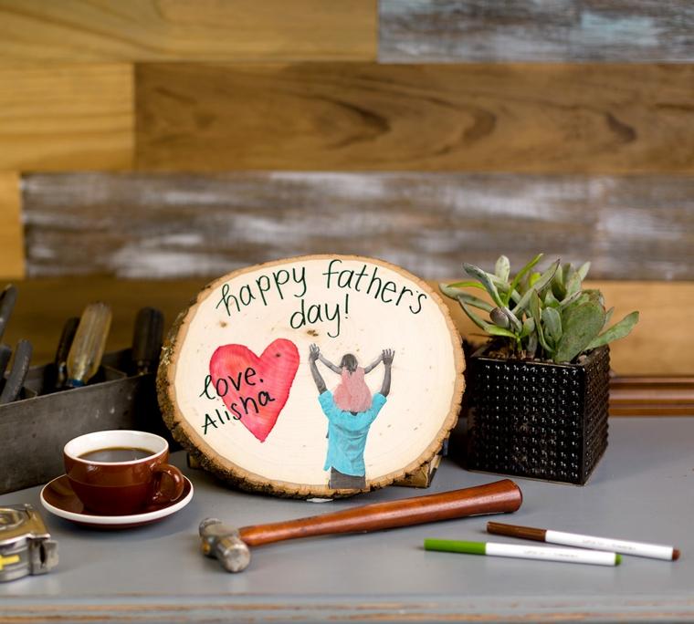 Tronco di legno dipinto, scritta con pennarello, regalo per il papà