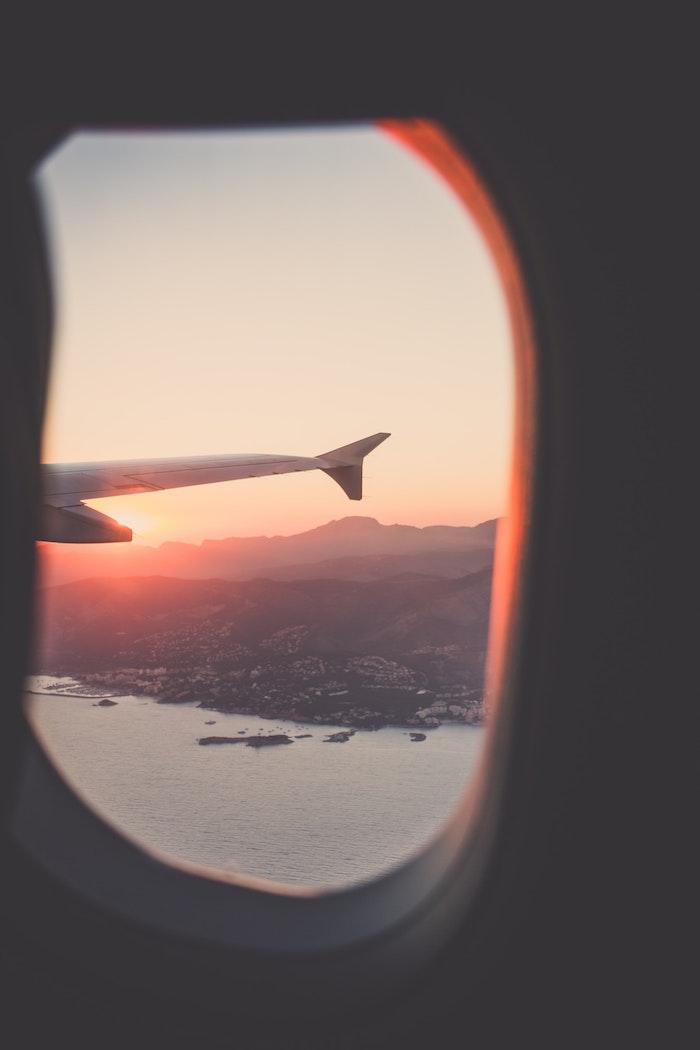 Sfondi tumblr, foto ala aereo, vista mare e città, finestrino aereo