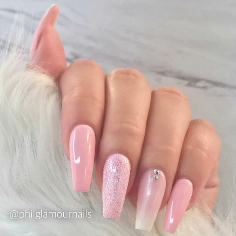 Unghie colore rosa, unghie forma ballerina, decorazione smalto sugar