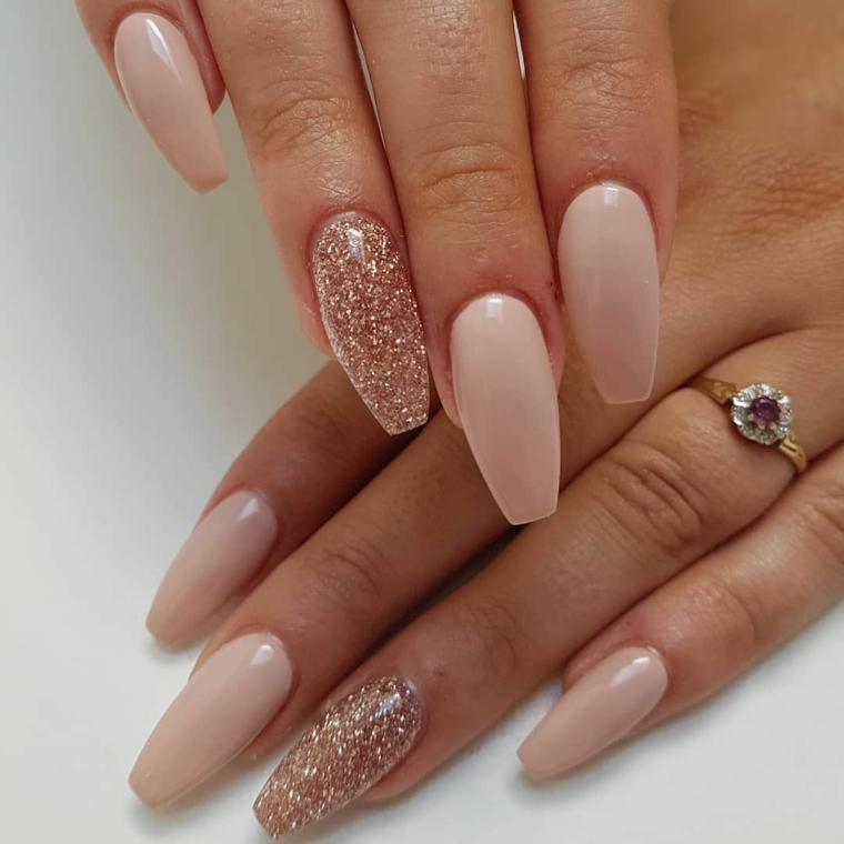 Unghie ballerina, smalto rosa lucido, accent nail smalto glitter