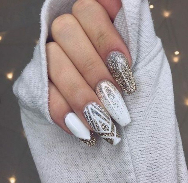 Unghie semplici gel, smalto colore bianco, unghie forma ballerina