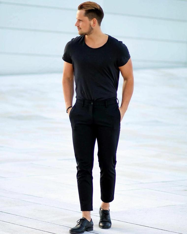 Abbigliamento uomo casual, capelli di colore biondo, acconciatura capelli corti ai lati