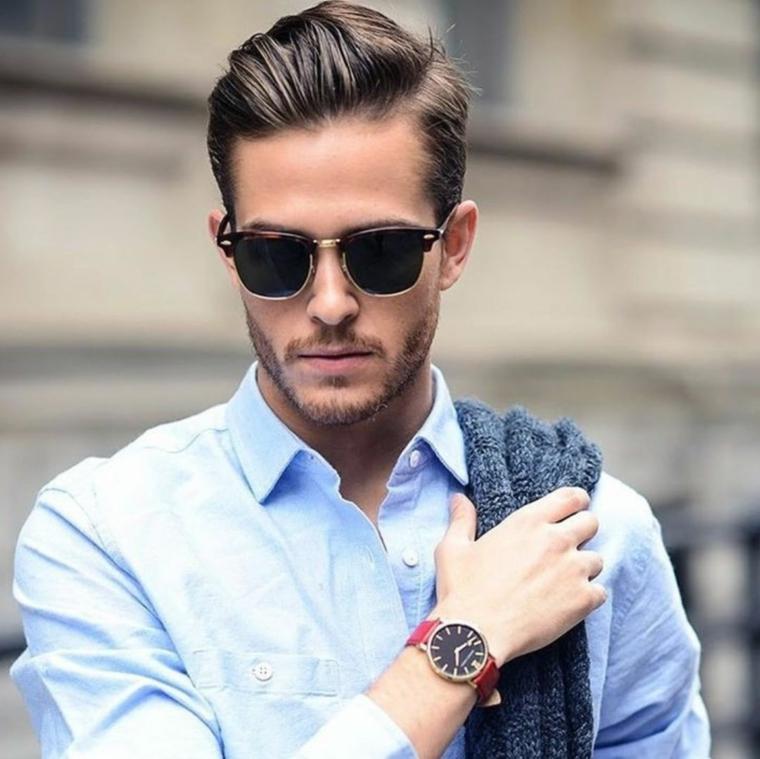 Capelli sfumati uomo, capelli con riga laterale, camicia di colore blu